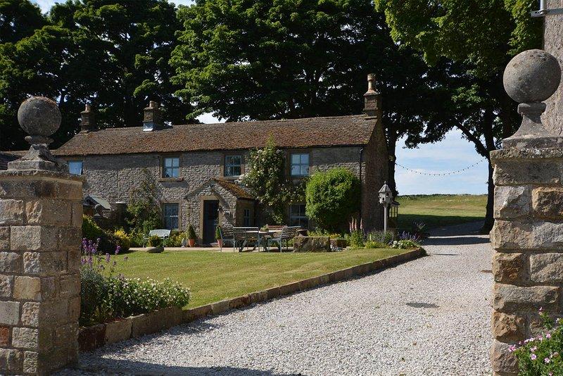 Haddon Grove Farmhouse, holiday rental in Over Haddon