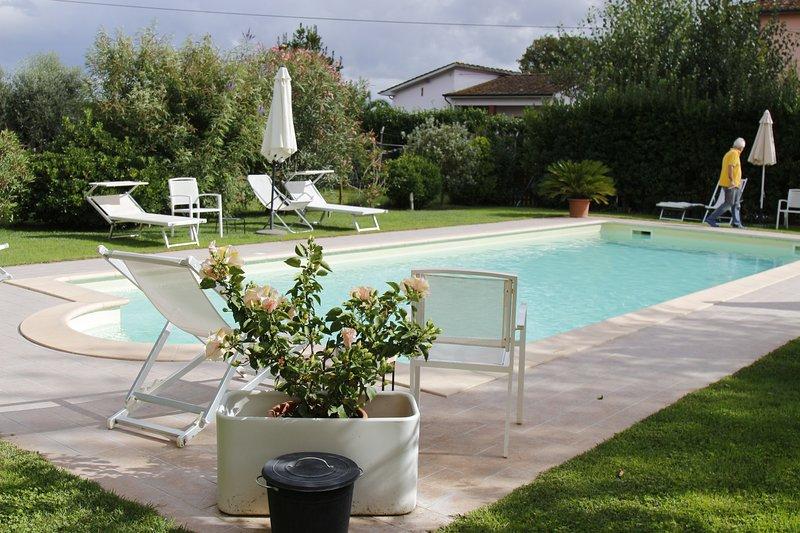 appartamento 'Bleu': nel cuore della Toscana:, holiday rental in Lunata