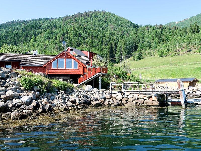Tussviki (FJS020), holiday rental in Fjaerland