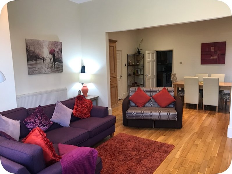 Elm Lodge Plymouth . 3 Bed Ground floor very large Appartment  2 car spaces, vacation rental in Plymouth