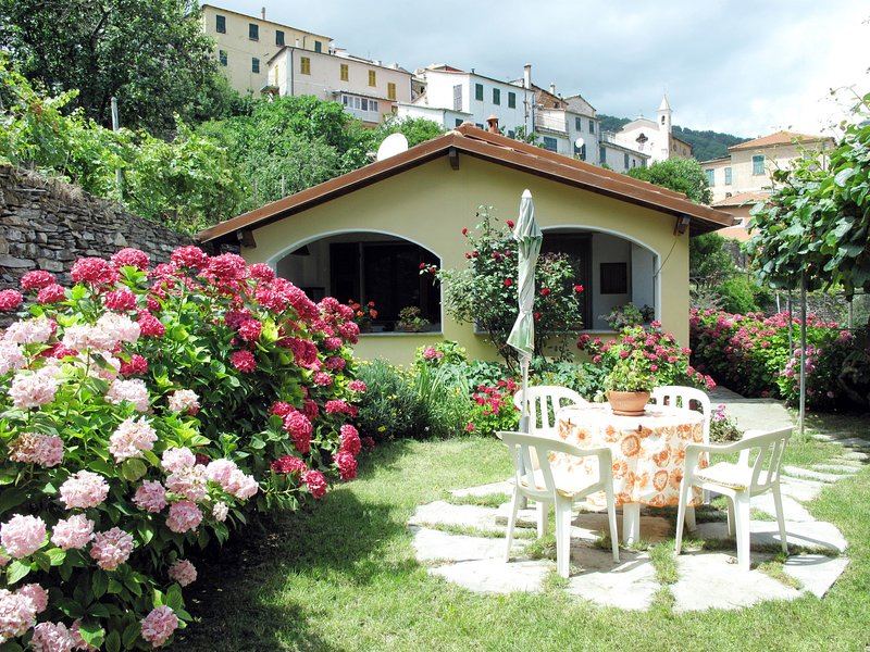 Peppina (TVE160), holiday rental in Valloria