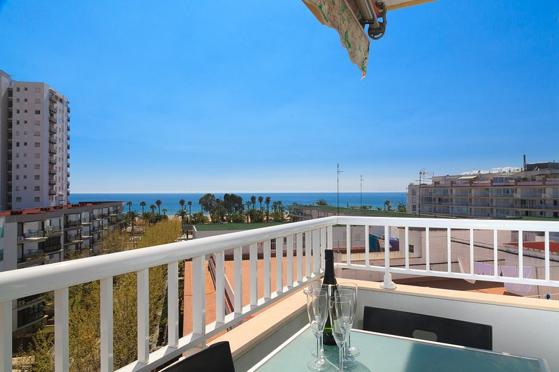 UHC JAZMIN 009:Fantastic apartment in the heart of Salou and close to the beach, holiday rental in Tarragona
