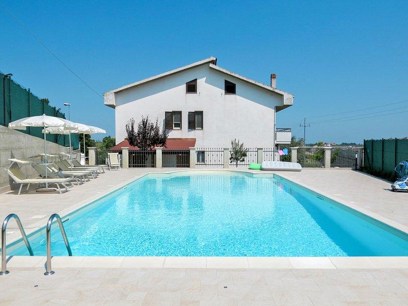 Dolce Vita (COV200), holiday rental in Loreto Aprutino