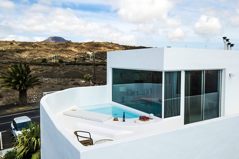 Aqua Blanca 2 Boutique Apartment with private splash pool - Adults Only, vacation rental in Punta Mujeres