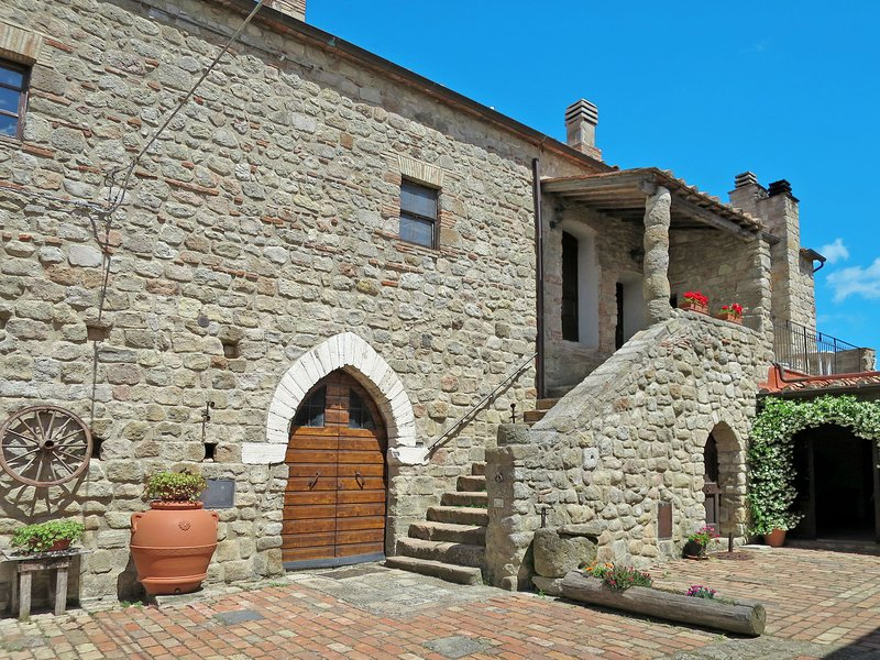 Castello di Civitella (ROC208), holiday rental in Roccastrada