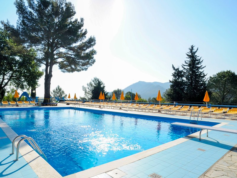 Bungalow B (AEG401), vacation rental in Cisano sul Neva