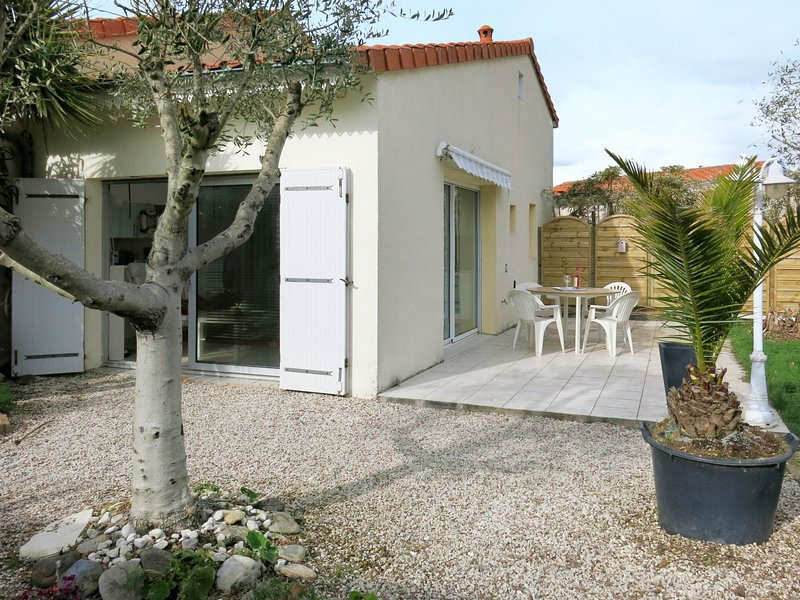 Les Oliviers (TSH111), vacation rental in Bourgenay