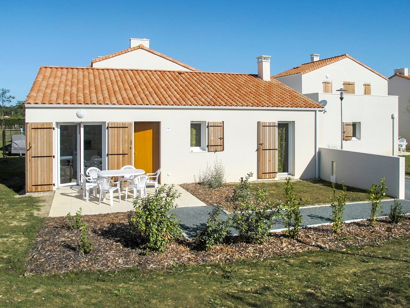 Les Grands Rochers (OSM202), vacation rental in Brem Sur Mer