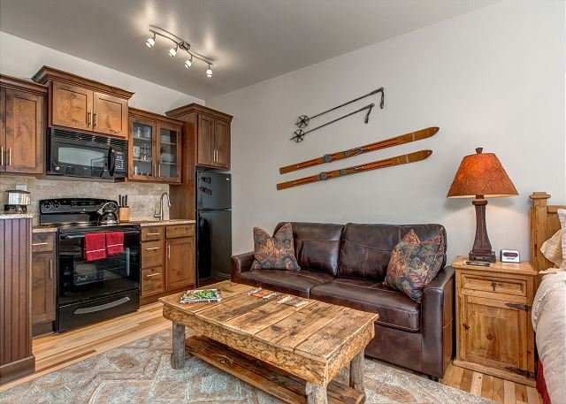 Downtown Park City -Washer/Dryer -FREE Shuttle-Hot Tub-Fireplace-3minToMain, vacation rental in Park City
