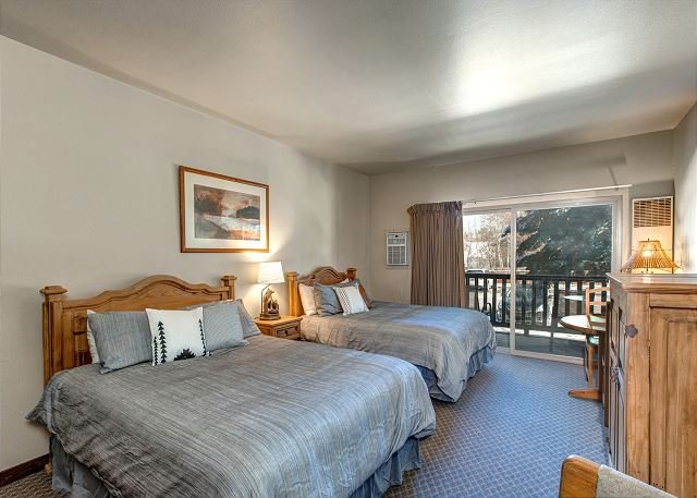 Perfect Downtown Location! 24-hr Checkin-Shuttle-Hot Tub/Pool-3min to Resort, vacation rental in Park City