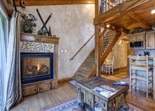 Downtown! Top Floor! Loft Bdrm, In-Home Washer, Fireplace, Free Parking &WiFi, vacation rental in Park City