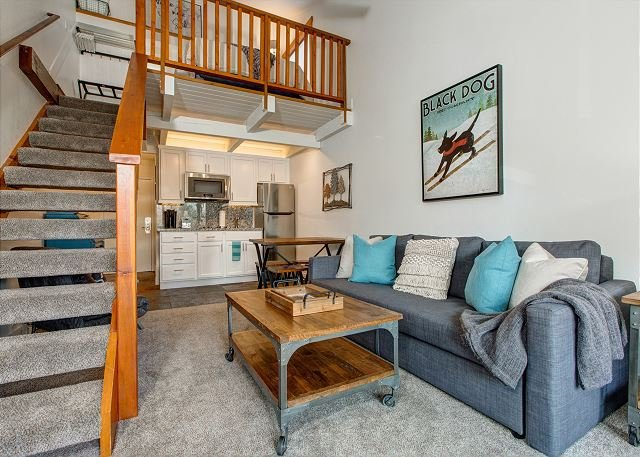 Top Floor-Loft Bedroom-Downtown -Free Shuttle -Hot Tub/Pool -3min toSKI, vacation rental in Park City