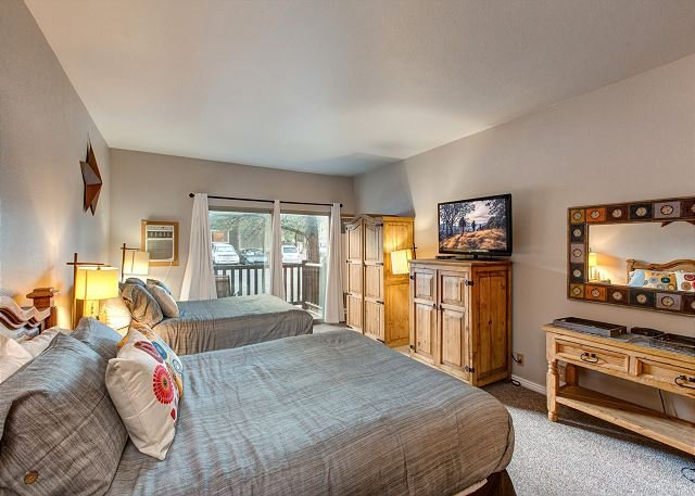 Prospector 704 by Moose Management-Downtown Full Studio-Sleeps 5-Pool/Hot Tub, holiday rental in Park City