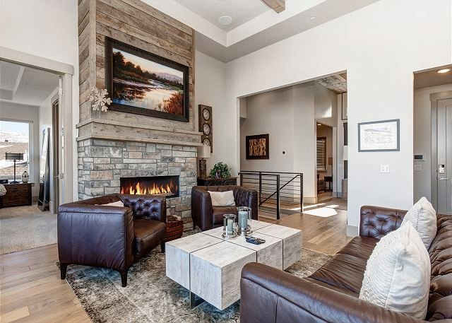 NEW! Gorgeous Estate Home 6min to SKI! King Beds, Air Hockey/Foosball, HotTub, vacation rental in Park City