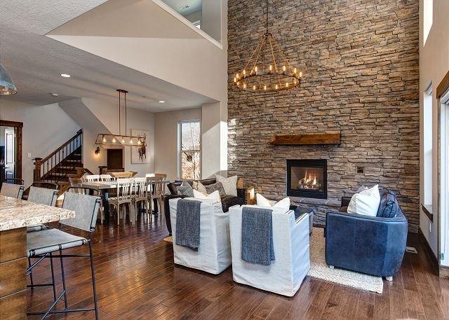 Retreat 811 by Moose Management-Professionally Decorated-Great Space-Hot Tub, alquiler de vacaciones en Oakley