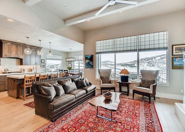 Jordanelle 13299 by Moose Management-Hill Top Estate-New King Bds! Hot Tub!, alquiler de vacaciones en Oakley
