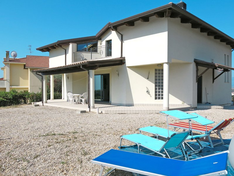 Lucio (TTE202), holiday rental in Nereto