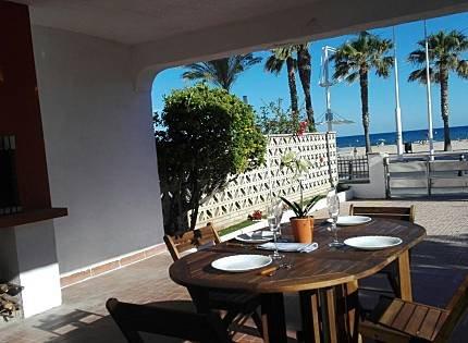 Apartamento primera línea mar con barbacoa y parking, holiday rental in Cambrils