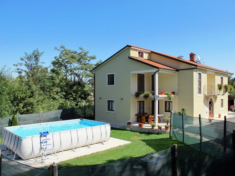 Awesome apartment in Pićan with Private swimming pool, WiFi and Outdoor swimmin, holiday rental in Jakomici