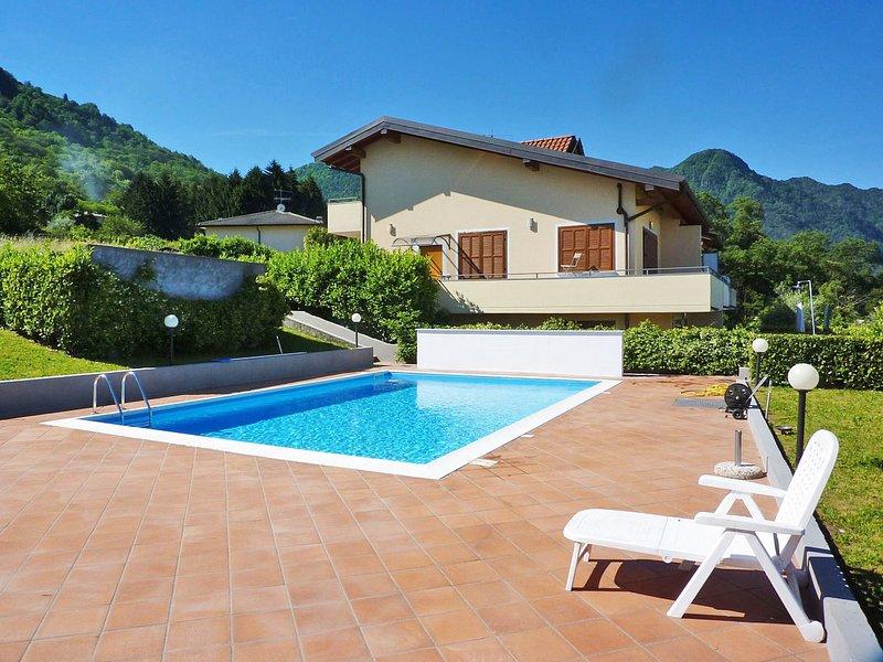 Torre del Lago (PVA371), vacation rental in Porto Valtravaglia
