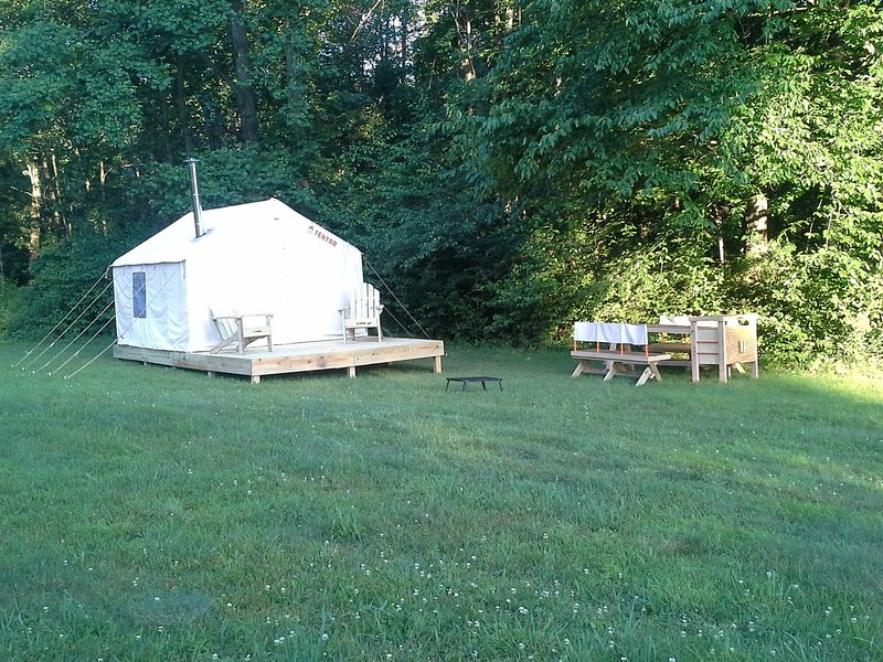 Tentrr Signature Site - Uncle Willie's, holiday rental in Saylorsburg