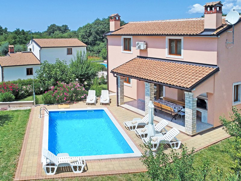 Beautiful home in Poreč with Private swimming pool, 3 Bedrooms and Outdoor swim, holiday rental in Kringa