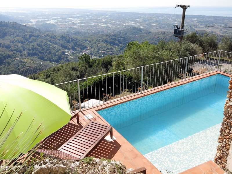 Rosa (PIA120), casa vacanza a Valdicastello Carducci