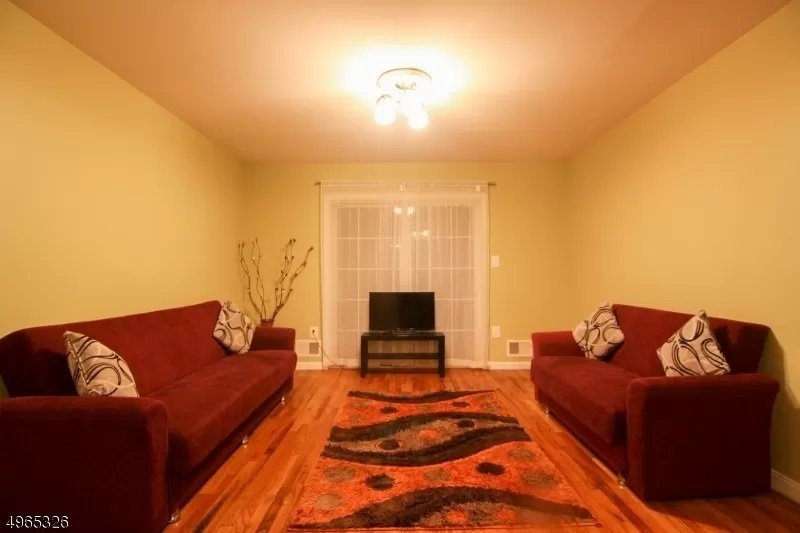Spacious 3BR Apt, Minutes to EWR/Penn,Close to NYC, vakantiewoning in North Plainfield