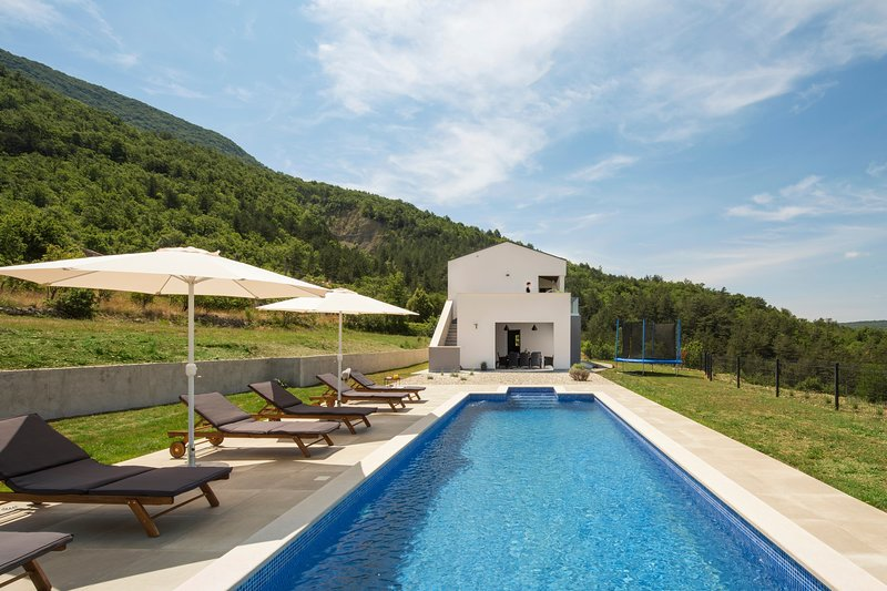 Beautiful Villa Tramonto, in Istria, with a Pool, holiday rental in Kozljak