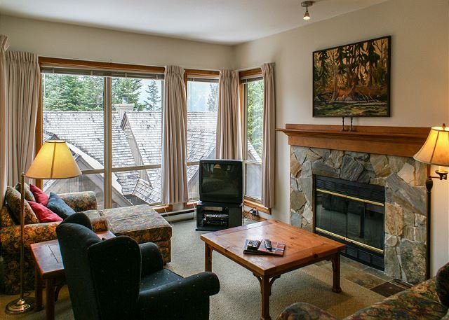 Painted Cliff - True Ski in/Ski out on Blackcomb, Village Shuttle, Hot Tub, holiday rental in Whistler