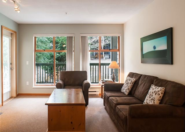 Stoney Creek - Pool & Hot Tub Access, Great Location, Free WiFi, holiday rental in Whistler