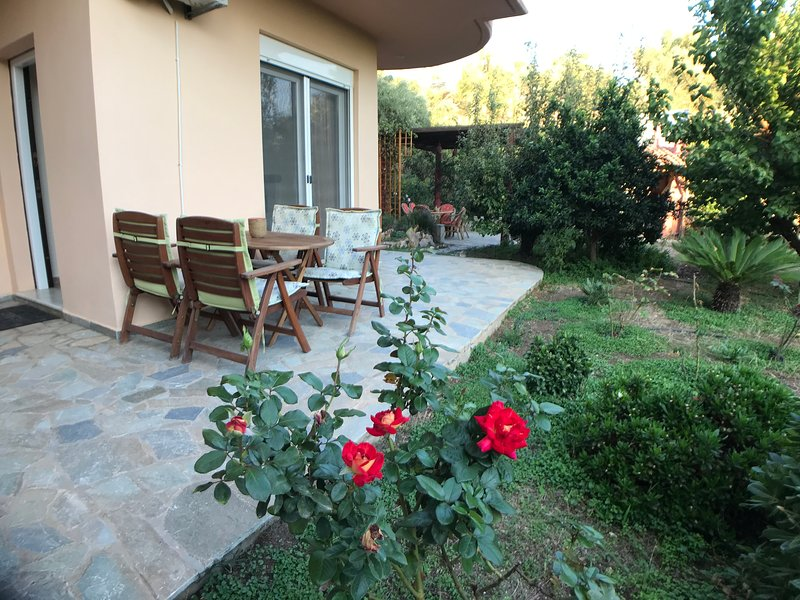 Apples & Roses, holiday rental in Evriaki