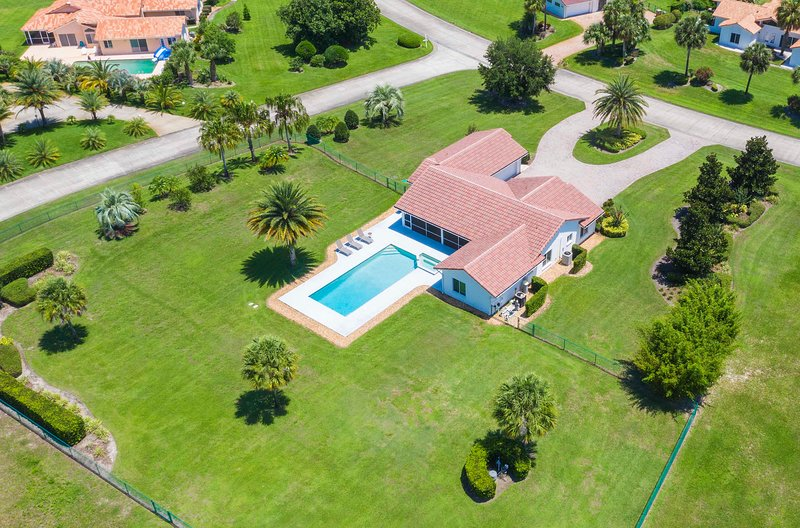 SWISS 16 - Golf Course, vacation rental in Clermont