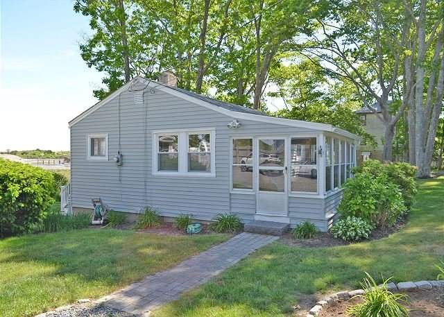 Beach Bungalow: The perfect getaway to two of Rockport's finest beaches!, holiday rental in Rockport