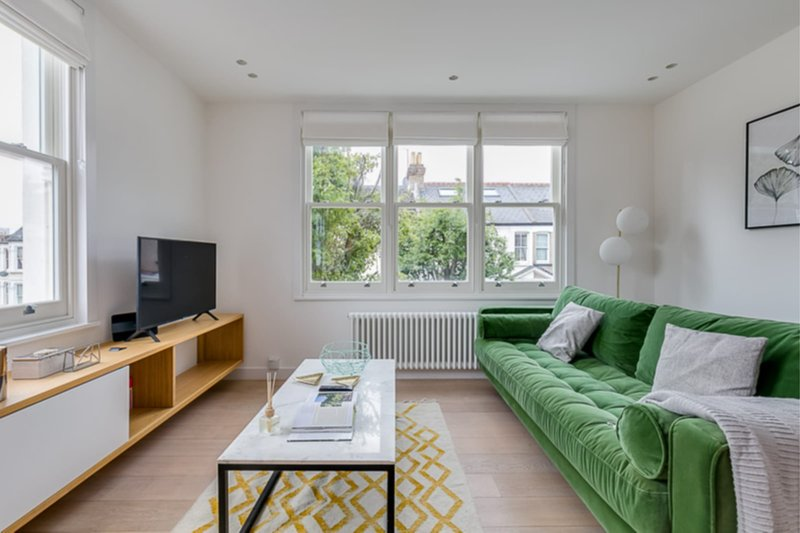 The Imperial Wharf Retreat - Modern 3BDR in Fulham with Rooftop Terrace, alquiler de vacaciones en Chiswick