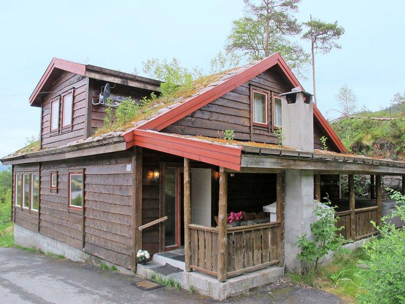 Julie (FJH665), holiday rental in Eikelandsosen
