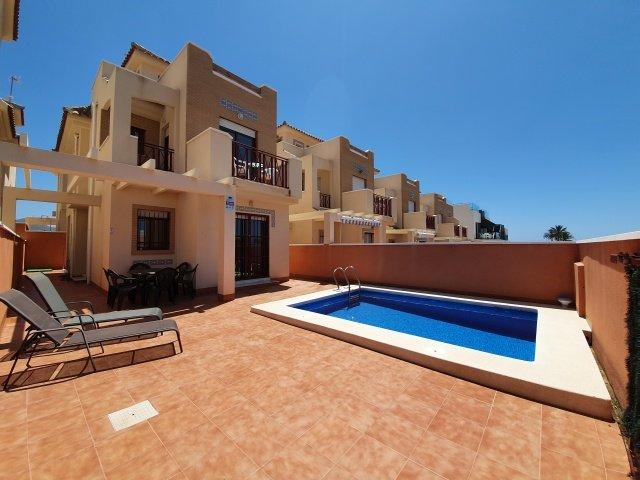 3 Bed, 2 Bath Luxury Villa with Private Pool, Beachside Location, vacation rental in Mazarron