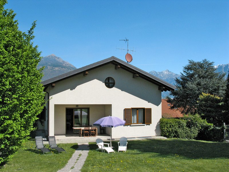 Lucrezia (CCO310), vacation rental in Colico