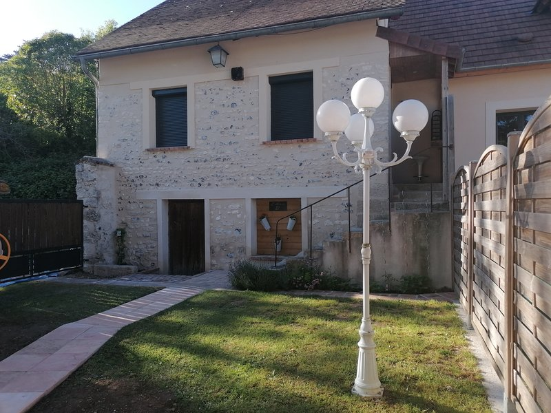 Amazing house with garden & terrace, vacation rental in Saint-Clair-sur-Epte