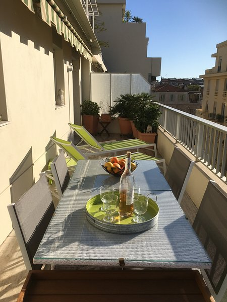 Baquis: Stylish 1 bedroom apartment with terrace in the centre – semesterbostad i Nice