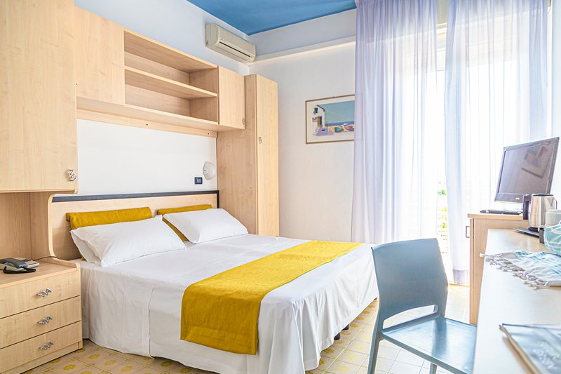 NewCastle Rooms, vacation rental in Province of Forli-Cesena