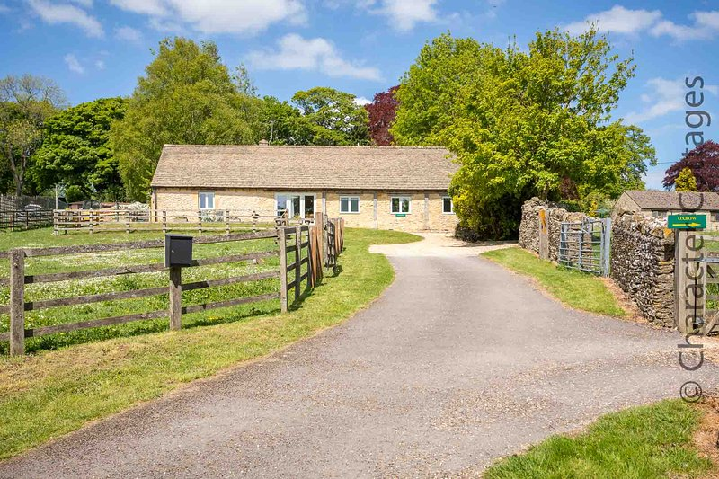 Stonewell Cottage is a lovely barn conversion located in desirable Maugersbury., vacation rental in Upper Oddington