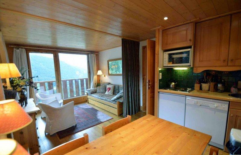 Meribel Mottaret - lovely ski apartment, close to slopes with internet and TV, vacation rental in Meribel Mottaret