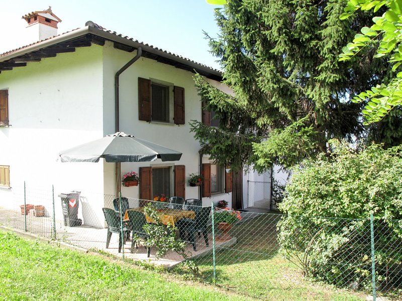 Il Castelliere 2 (RVA101), vacation rental in Clauzetto