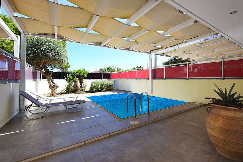 Rhodes Imperial Suite, chilling in Private Pool, holiday rental in Filerimos