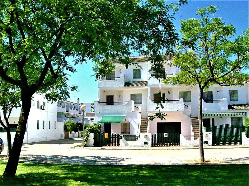 La Antilla-Vivienda Planta Alta-Cerca de la playa y centro-Aparcamiento, holiday rental in Cartaya
