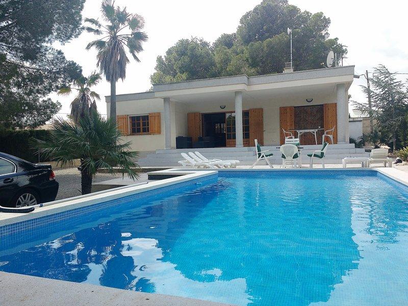 AME430 VILLA CON PISCINA (ENTRADAS SOLO LOS SABADOS), holiday rental in Miravet