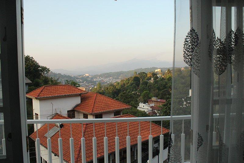 Tranquil Breeze Bungalow - Hanthana, vacation rental in Heerassagala