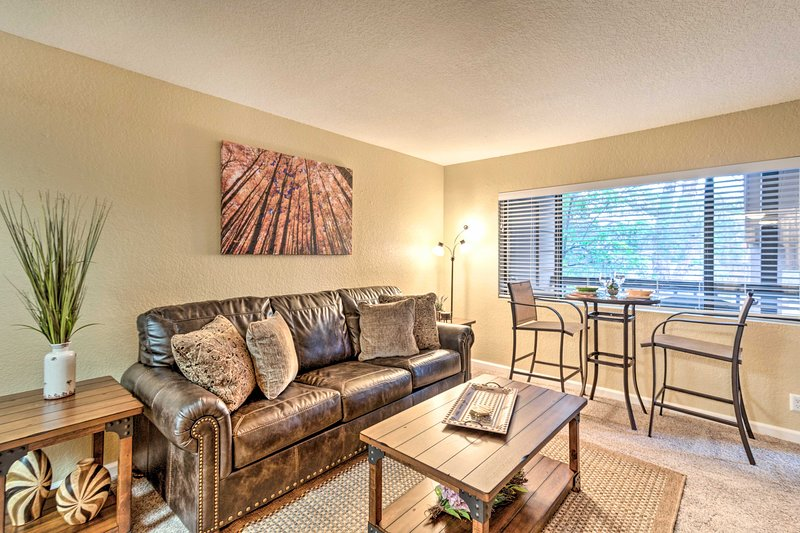 NEW! Condo Comfort in Sedona w/Pool & Grill Access, holiday rental in Village of Oak Creek