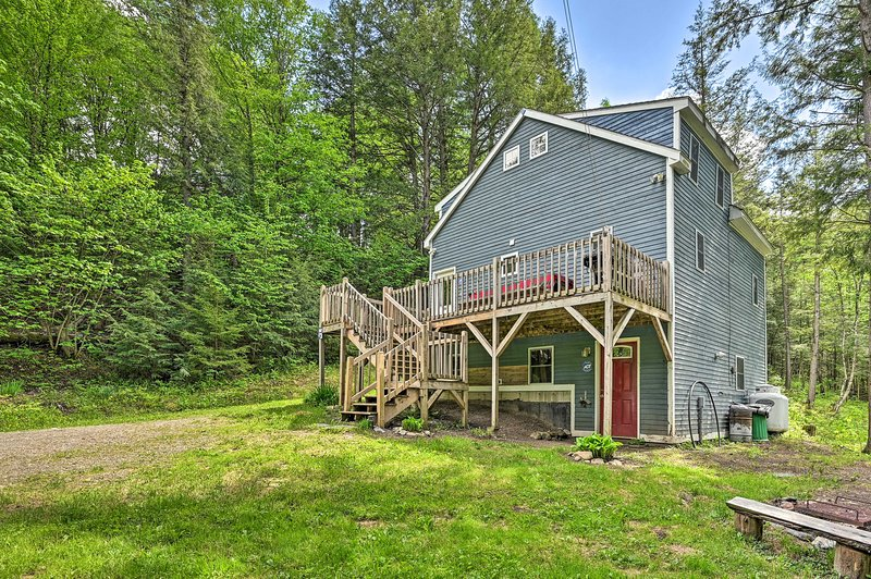 NEW! Cabin in the Untouched Woods, 3 Miles to Ski!, Ferienwohnung in Mansonville